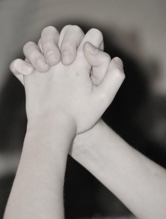child's praying hands